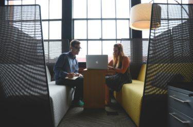 経営課題は誰に相談する?成長企業の相談相手は〇〇が多いことが判明!
